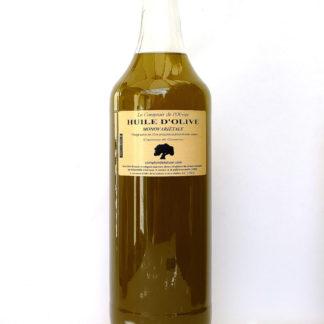 Photo d'une bouteille de d'1l d'huile d'olive monovariétale (Cayannes de Gémenos) extra vierge de Provence, par François-Xavier, Producteur oléiculteur et créateur de la marque Le Comptoir de l'Olivier, huile d'olive de Provence et savons vegan à l'huile d'olive.